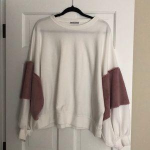 ZARA white sweatshirt with fluff sleeve SIZE M